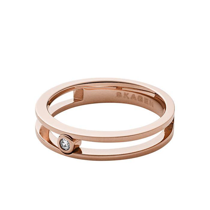 Artikel klicken und genauer betrachten! - Der synthetische Zirkonia erzeugt bei unserem Elin Ring einen brillanten Effekt, ob alleine getragen oder mit anderen Ringen kombiniert. | im Online Shop kaufen